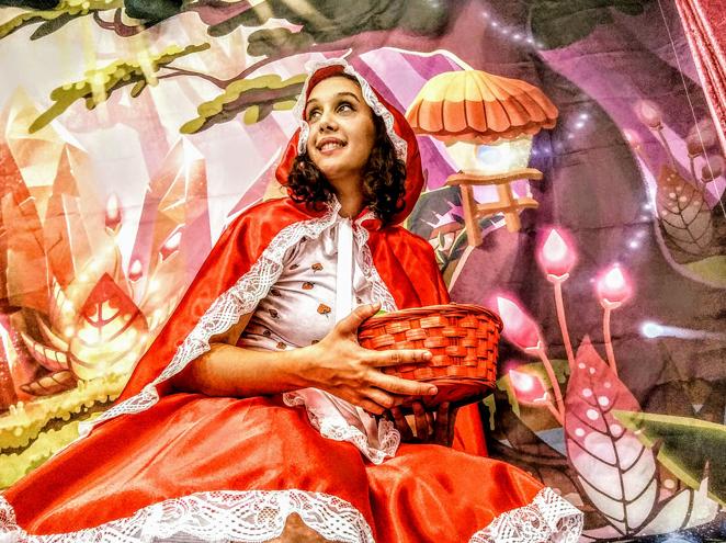 """כיפה אדומה הצגה בתיאטרון הפארק בגני יהושע ת""""א"""