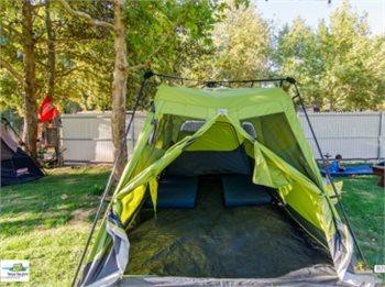 ירוק על הנחל - חופשה באוהל קולמן VIP  גדול ומרווח