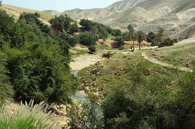 טיול לעין פרת - טיול במדבר בעקבות אליהו הנביא