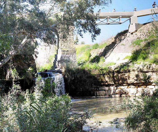 נחל חרוד - טיול בין גשרים וחקלאות עתיקה